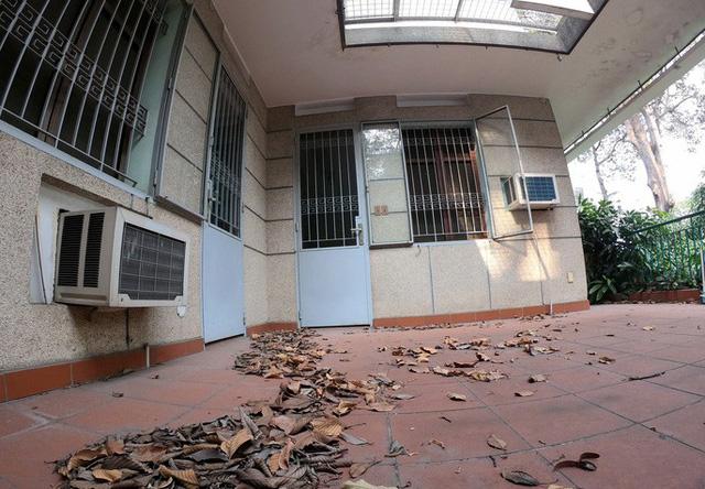 Cận cảnh villa cũ giá triệu USD bỏ hoang giữa trung tâm TP HCM - Ảnh 3.