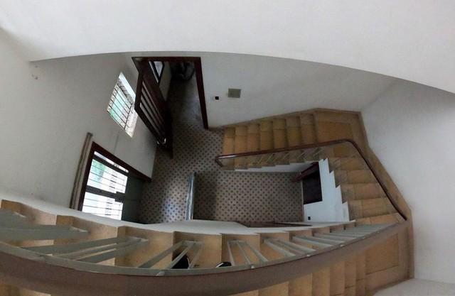 Cận cảnh villa cũ giá triệu USD bỏ hoang giữa trung tâm TP HCM - Ảnh 4.
