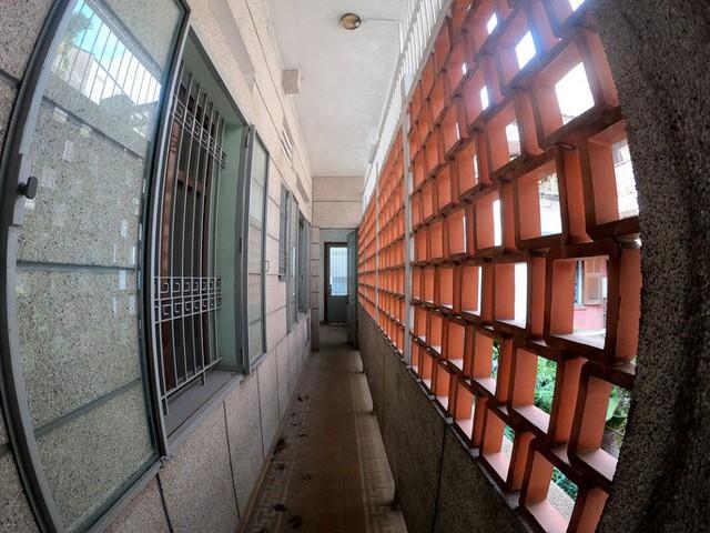 Cận cảnh villa cũ giá triệu USD bỏ hoang giữa trung tâm TP HCM - Ảnh 6.