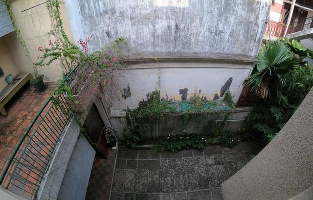 Cận cảnh villa cũ giá triệu USD bỏ hoang giữa trung tâm TP HCM - Ảnh 7.