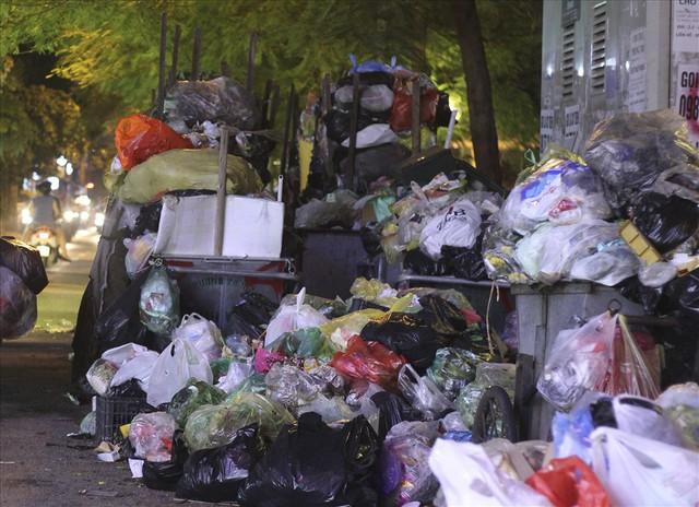 Khẩn trương giải phóng mặt bằng vùng ảnh hưởng bãi rác Sóc Sơn - Ảnh 1.