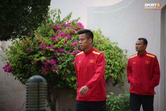 Resort sang chảnh mất nước, tuyển Việt Nam tìm đủ mọi cách khắc phục sự cố trước trận gặp Yemen - Ảnh 1.