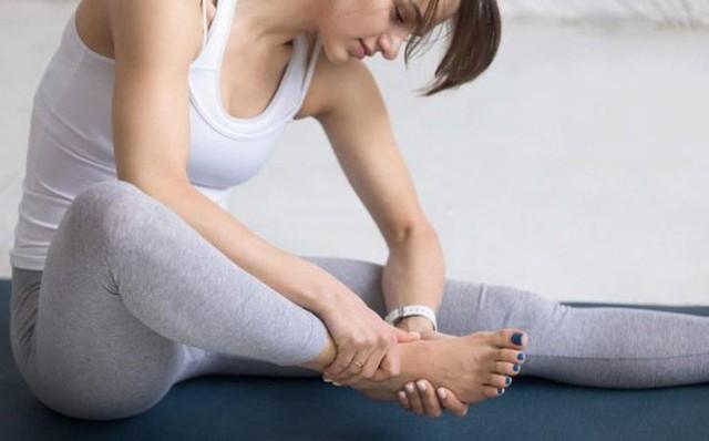 Bàn chân và những dấu hiệu cảnh báo bệnh tật - Ảnh 3.
