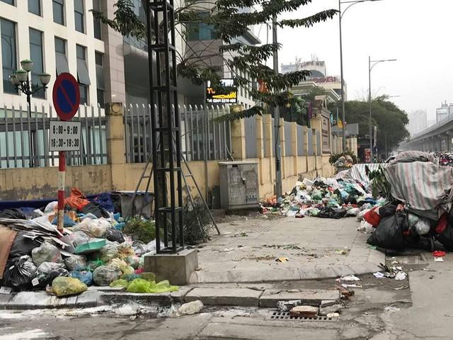 Lãnh đạo Hà Nội lý giải nguyên nhân dân chặn xe vào bãi rác Nam Sơn - Ảnh 3.