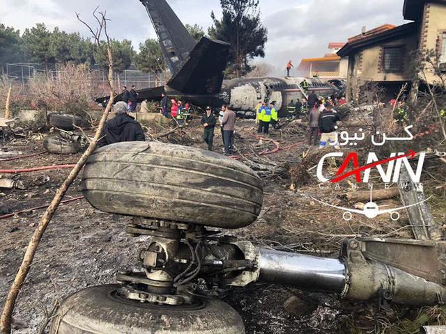 [NÓNG] Rơi gần thủ đô, Boeing-707 của quân đội Iran bốc cháy, chỉ 1 người sống sót - Ảnh 10.