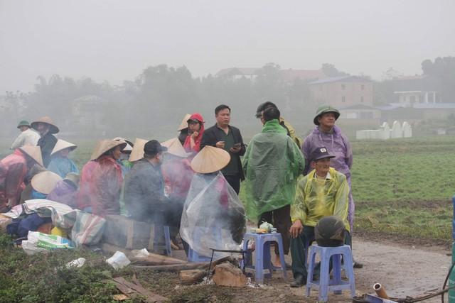Cuộc sống cạnh bãi rác lớn nhất Hà Nội: Trong xóm có đám cưới chỉ đến uống chén rượu, không dám ăn - Ảnh 3.