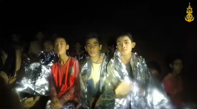 Hé lộ bí mật cuộc giải cứu đội bóng Thái: Cả đội bị còng tay sau lưng, tiêm ketamine vào chân để tránh hoảng loạn - Ảnh 1.