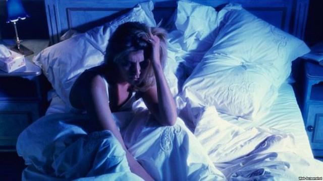 Mất ngủ, mệt mỏi thường xuyên: 6 thủ phạm khiến bạn thao thức suốt đêm, rã rời cả ngày - Ảnh 4.