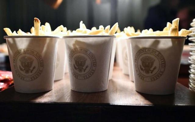 Cận cảnh bữa tiệc đồ ăn nhanh ở Nhà Trắng khi chính phủ Mỹ đóng cửa - Ảnh 6.