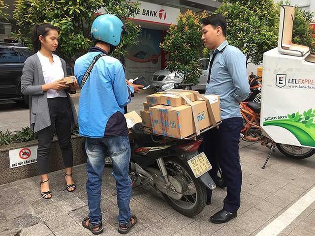 Gã khổng lồ Amazon nhảy vào Việt Nam: Ai hưởng lợi? - Ảnh 1.