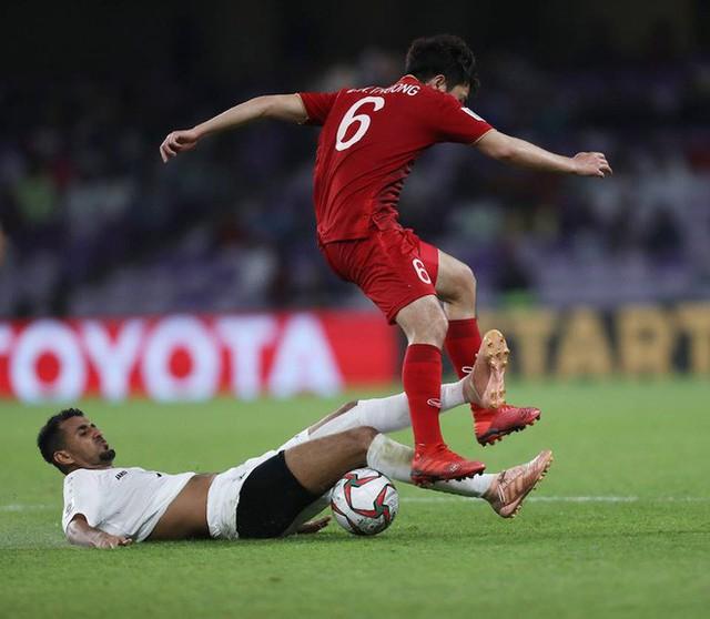 CĐV Châu Á trầm trồ: ĐT Việt Nam là siêu nhân, bàn thắng của Quang Hải như Messi đá phạt - Ảnh 1.