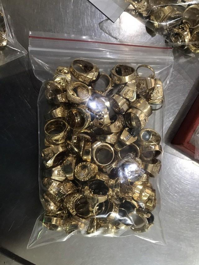 Hai người đàn ông ở Quảng Nam nhặt được 230 lượng vàng? - Ảnh 1.