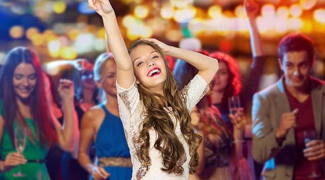 Làm sao để tỏa sáng mà vẫn thanh lịch khi dự tiệc tất niên: Bạn sẽ hối hận nếu không biết đến những điều này - Ảnh 3.