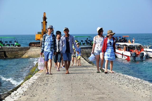 Quảng Ngãi muốn thu phí du khách đến Lý Sơn - Ảnh 2.