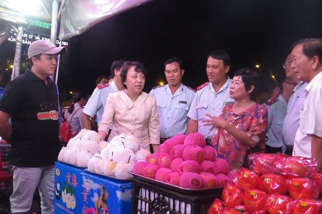 Cam Canh Trung Quốc đầy chợ đầu mối Sài Gòn - Ảnh 1.