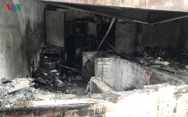 Hiện trường vụ cháy thiêu rụi quán cháo ếch Singapore - Ảnh 12.