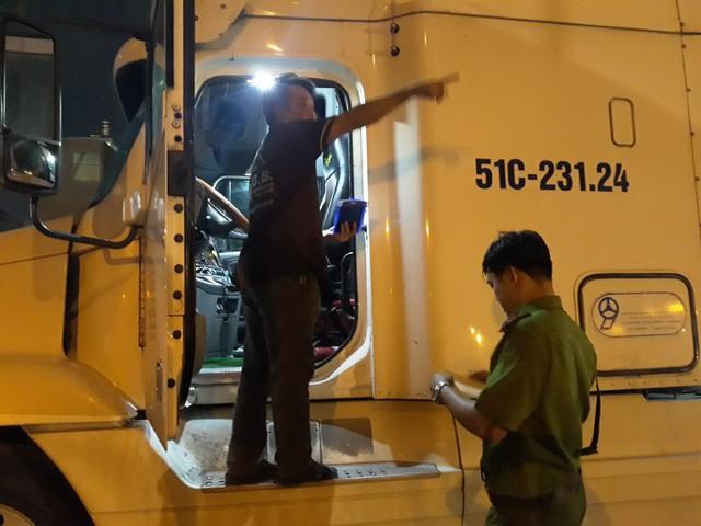 VIDEO: Trắng đêm truy xét tài xế nghiện ở chợ đầu mối Thủ Đức - Ảnh 4.