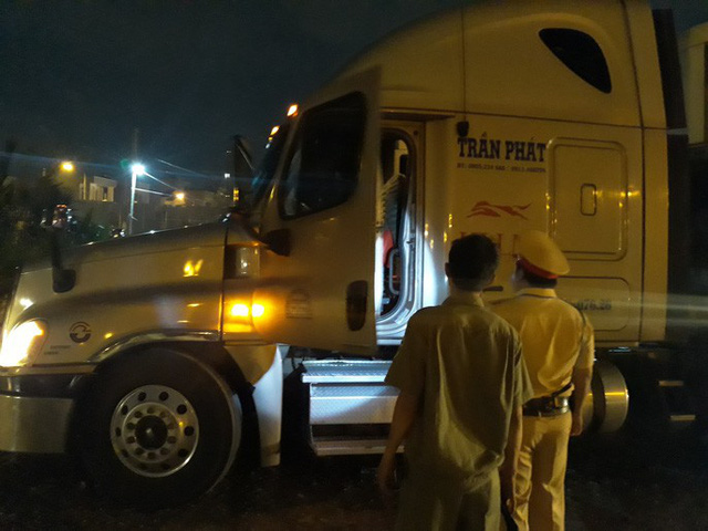 VIDEO: Trắng đêm truy xét tài xế nghiện ở chợ đầu mối Thủ Đức - Ảnh 5.
