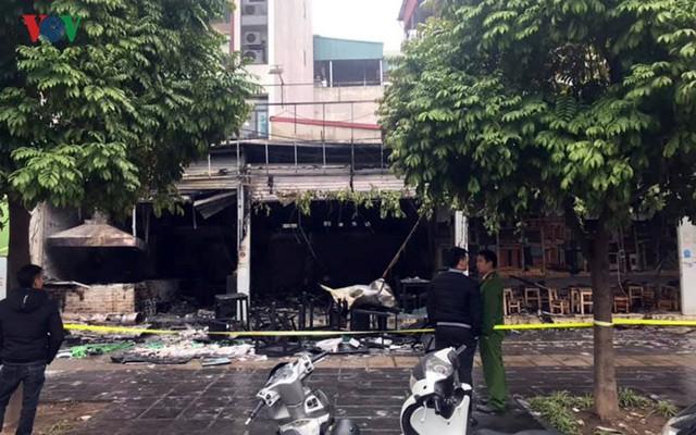 Hiện trường vụ cháy thiêu rụi quán cháo ếch Singapore - Ảnh 5.