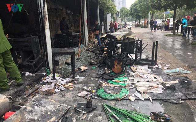 Hiện trường vụ cháy thiêu rụi quán cháo ếch Singapore - Ảnh 7.