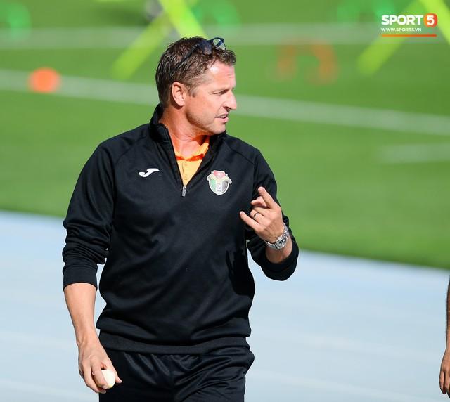 HLV tuyển Jordan: Cầu thủ Việt Nam có niềm tin không tưởng vào HLV, có thể sang châu Âu thi đấu - Ảnh 1.
