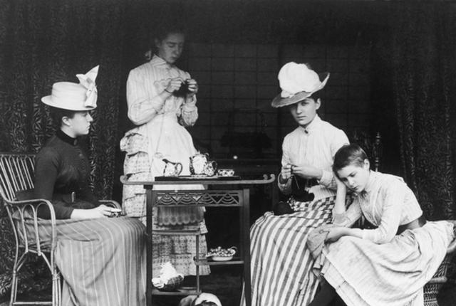 Tiệc trà Anh: tưởng sang chảnh bậc nhất nhưng thực ra có nguồn gốc cứu đói cho một quý tộc thích ăn cả thế giới - Ảnh 2.