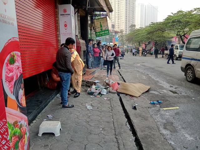 Nhân chứng vụ xe điên trên phố Ngọc Khánh: Tài xế bước ra khóc rưng rức, mặt đầy máu - Ảnh 2.