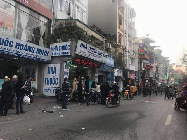 Xe điên tông nhiều xe máy, ô tô trên phố Hà Nội, cụ bà bán hàng rong tử vong tại chỗ - Ảnh 4.