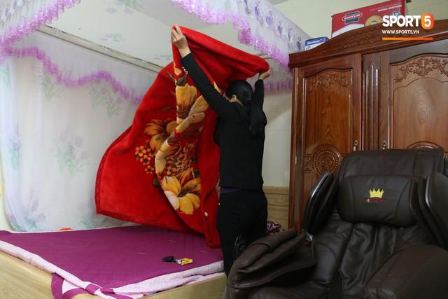 Về thăm nhà Văn Hậu, phát hiện món quà đầu tiên em út ĐT Việt Nam mua cho cha mẹ bằng đồng lương kiếm được - Ảnh 9.