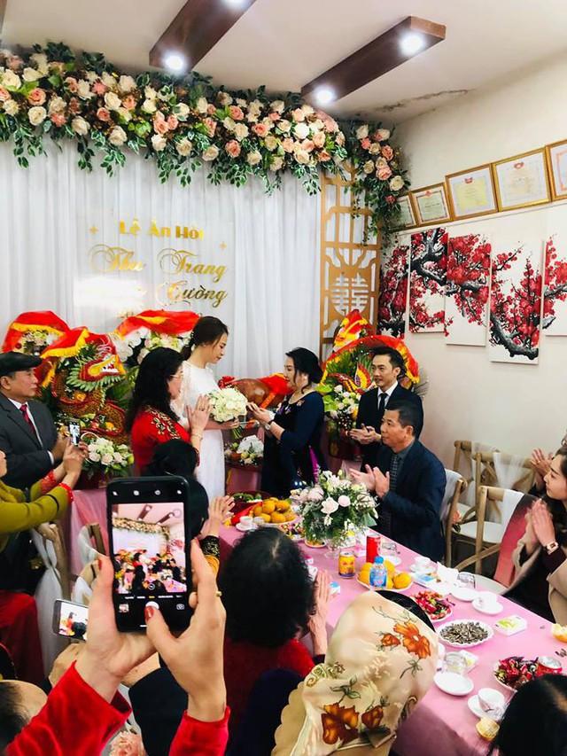 Cận cảnh đám hỏi Cường Đô La và Đàm Thu Trang: Mẹ chú rể thân thiết trao nhẫn cho cô dâu - Ảnh 2.