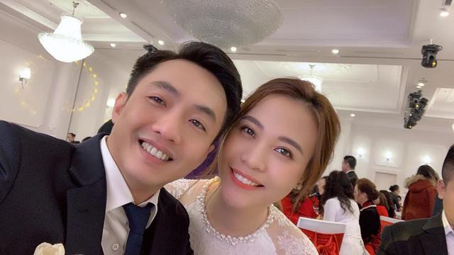 Cận cảnh đám hỏi Cường Đô La và Đàm Thu Trang: Mẹ chú rể thân thiết trao nhẫn cho cô dâu - Ảnh 3.