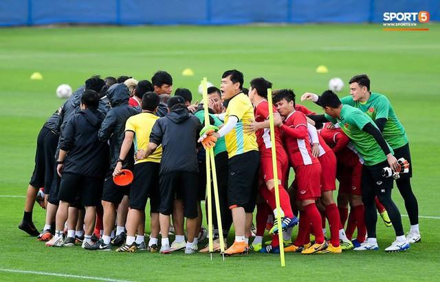 Người hâm mộ khỏi lo nắng mưa khi ngồi xem Việt Nam quyết đấu Jordan trên SVĐ hiện đại - Ảnh 1.