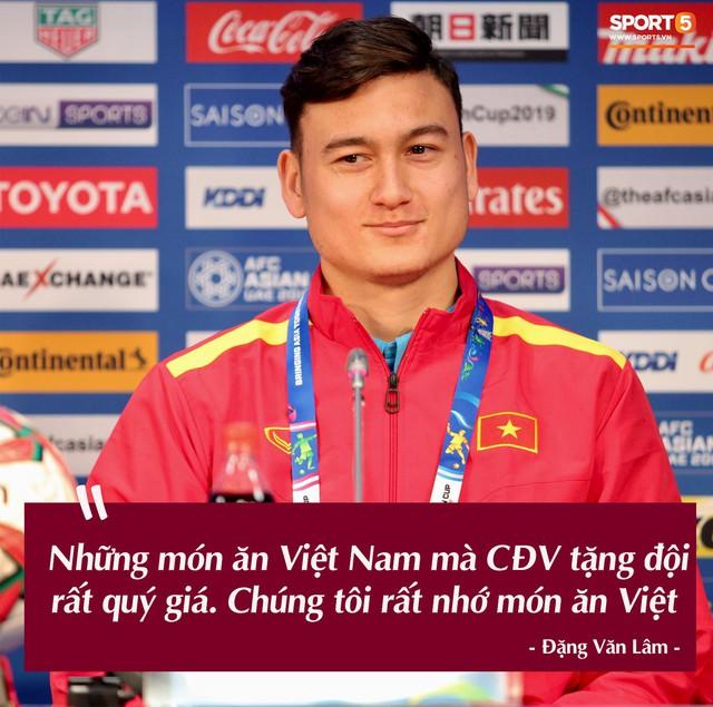 Trước vòng đấu loại trực tiếp Asian Cup 2019, Đặng Văn Lâm tuyên bố: Anh sẽ về nước, nhưng không phải hôm nay - Ảnh 1.