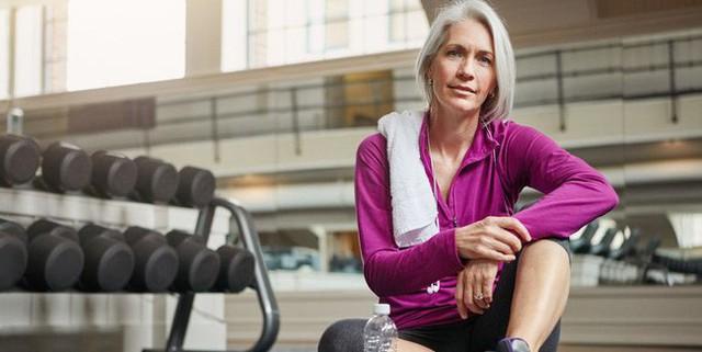 Những bài tập ngăn ngừa lão hóa, tăng cường sức khỏe tổng thể do HLV thể hình gợi ý - Ảnh 1.
