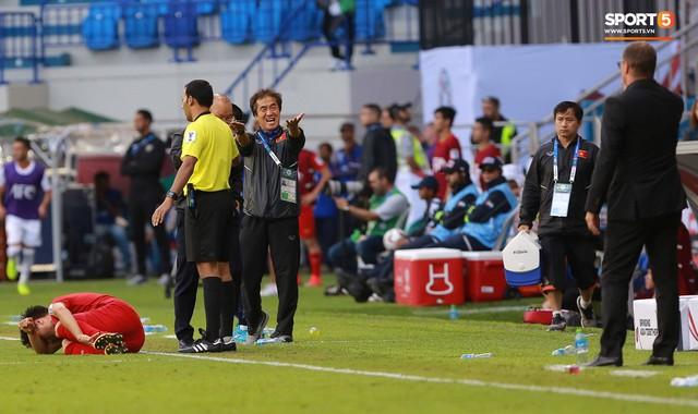 Quang Hải bị phạm lỗi, HLV Park Hang-seo gắt với cả trọng tài và HLV Jordan để đòi công bằng - Ảnh 5.