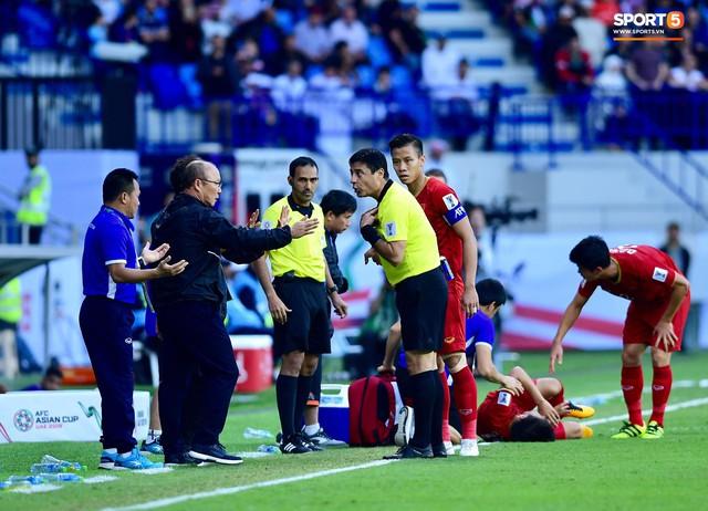 Quang Hải bị phạm lỗi, HLV Park Hang-seo gắt với cả trọng tài và HLV Jordan để đòi công bằng - Ảnh 6.