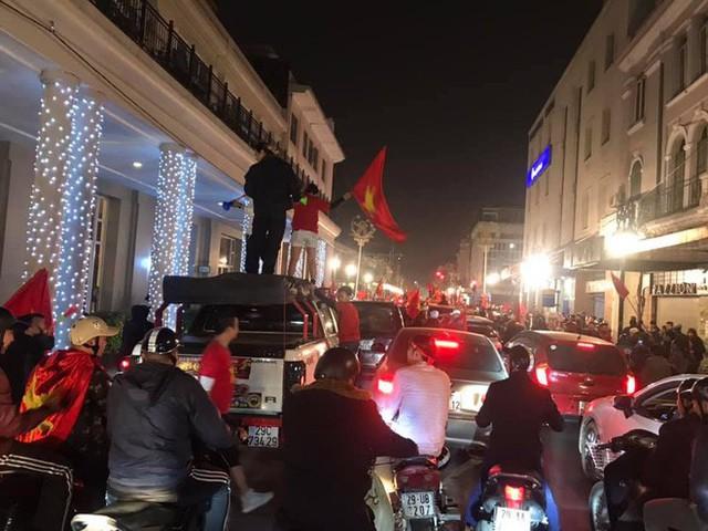 Đường Hà Nội tắc nghẽn, tuyển Việt Nam đã có 6 tỷ đồng tiền thưởng nóng sau chiến thắng nghẹt thở với Jordan - Ảnh 1.