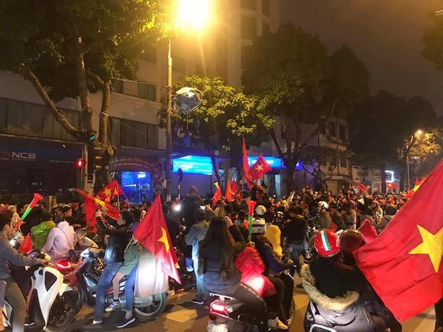 Đường Hà Nội tắc nghẽn, tuyển Việt Nam đã có 6 tỷ đồng tiền thưởng nóng sau chiến thắng nghẹt thở với Jordan - Ảnh 2.