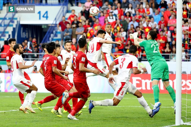 Nhìn Thái Lan, mới thấy sức mạnh vá trời lấp biển của đội tuyển Việt Nam đến từ đâu - Ảnh 1.