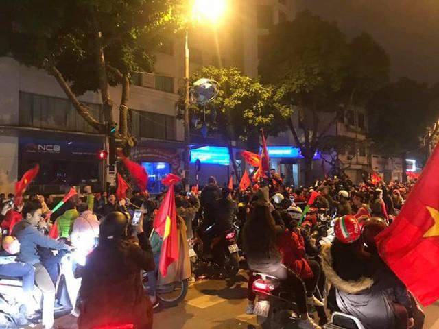 Đường Hà Nội tắc nghẽn, tuyển Việt Nam đã có 6 tỷ đồng tiền thưởng nóng sau chiến thắng nghẹt thở với Jordan - Ảnh 3.