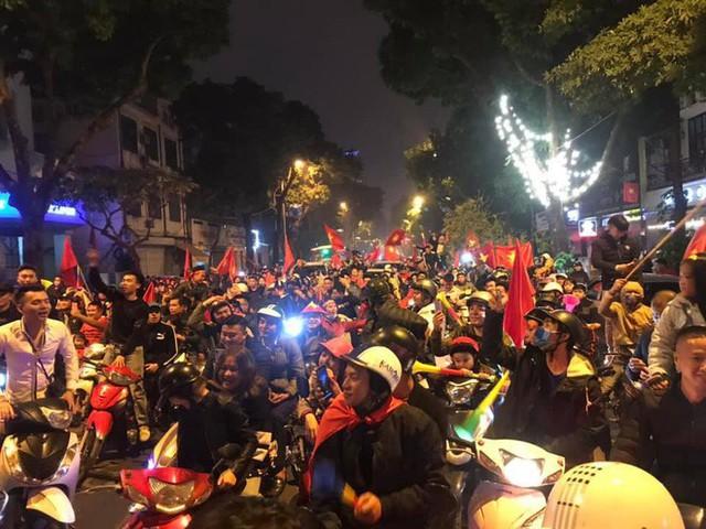 Đường Hà Nội tắc nghẽn, tuyển Việt Nam đã có 6 tỷ đồng tiền thưởng nóng sau chiến thắng nghẹt thở với Jordan - Ảnh 4.