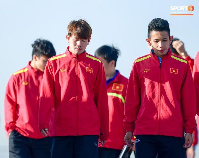 Không ngủ nướng, tuyển Việt Nam đi dạo thư giãn sáng sớm sau trận thắng Jordan - Ảnh 8.