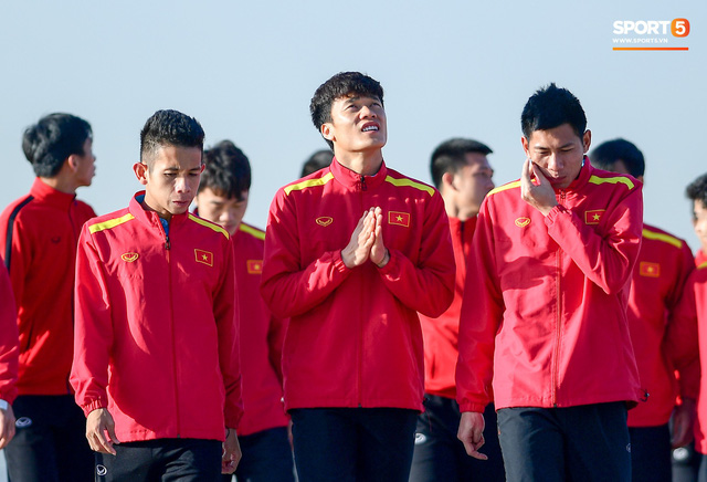 Không ngủ nướng, tuyển Việt Nam đi dạo thư giãn sáng sớm sau trận thắng Jordan - Ảnh 10.