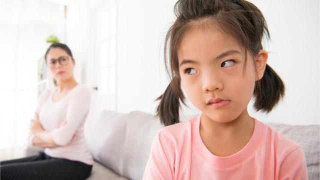 Thấy con có những hành vi ứng xử bất thường này cha mẹ tuyệt đối đừng bỏ qua mà hãy uốn nắn, sửa chữa ngay - Ảnh 1.