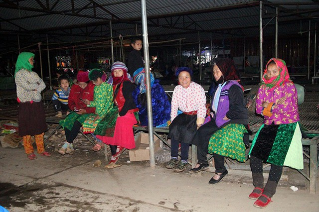 Độc đáo chợ phiên Đồng Văn ngày cuối tuần - Ảnh 5.