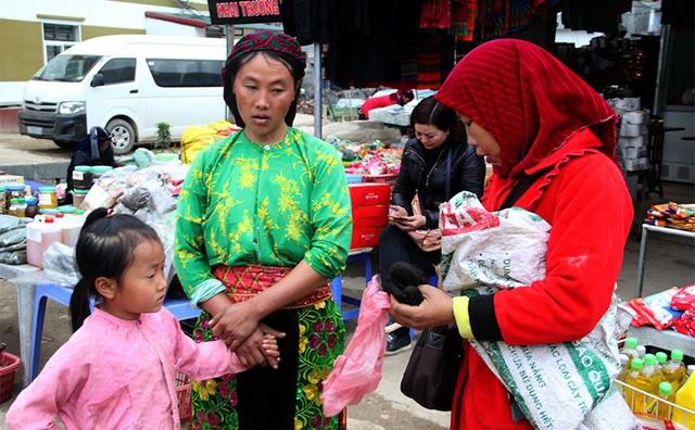 Độc đáo chợ phiên Đồng Văn ngày cuối tuần - Ảnh 10.
