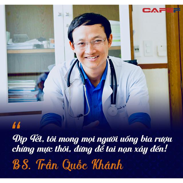 Bác sĩ nghìn like bệnh viện Việt Đức: Tết chỉ mong điều này để không phải nhìn người thân của bệnh nhân ôm nhau khóc ngày đầu năm - Ảnh 5.