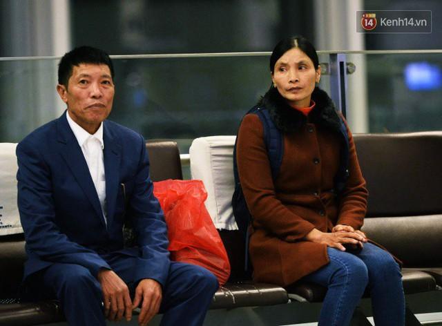 Bố mẹ Văn Hậu, Tiến Dũng và anh trai Quang Hải sang Dubai cổ vũ cho ĐT Việt Nam trong trận tứ kết Asian Cup gặp Nhật Bản - Ảnh 1.