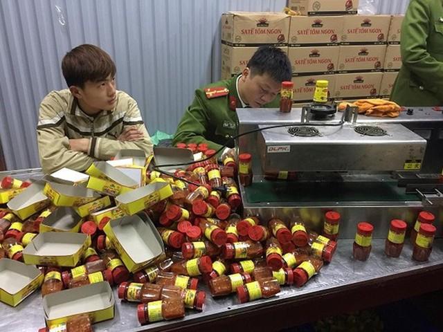Sản xuất hàng nghìn hộp sa tế giả đưa vào nhà hàng - Ảnh 2.