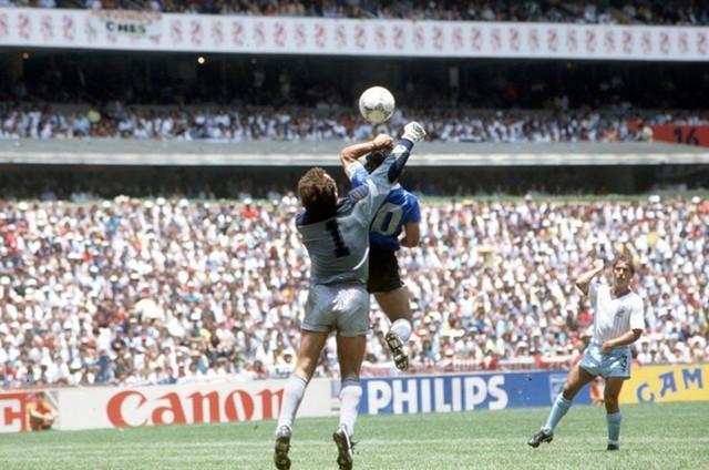 Nếu không có VAR, đội trưởng Nhật Bản sẽ tái hiện bàn thắng gian lận của huyền thoại thế giới - Ảnh 2.